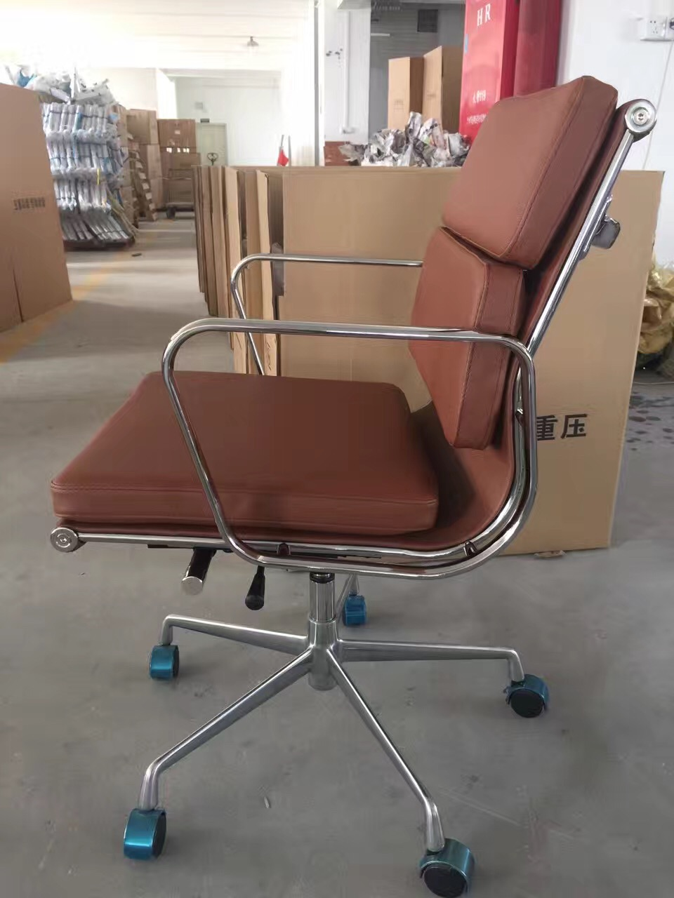 hot sale pu executive eames office chair middle back swivel eames leather office chair