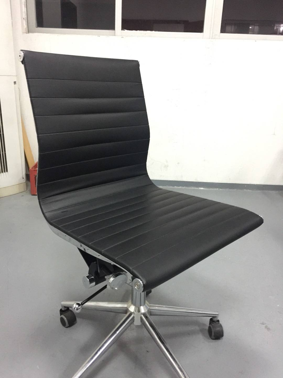 Product Description   1.EA117 office chair with functional locking-tilt mechanism . 2.FUll aluminum alloy frame 3.Usual color is available ,can be made of leather, mesh, fabric, vinyl 4.The leather we use is only the top grain Italy leather 5.Our office chairs are sold well to German banks, hilton hotels etc. 6.All the chair parts of the fabric chair are inpected one by one by QC 7.CAL117 or BS 5852 fireproof foam and PU are available 8.Strong package to protect the office chairs from damage, see the detailed picture below 9.Two special handicraft: sewing lines on seat cushion and heat sealing lines, we have our own heating machine 10.High back chair, middle back chair and conferece chair 11.Do OEM, you can choose aluminium die-casting PU wheels or metal cap with nylon wheels, mechanism with aluminum die casting or plastic handle, five star or four star base, sewing lines or heat seeling lines etc. Seat and back thin pad	Stitching lines  Material	Italy leather Frame finishing	full aluminium chrome, polish, balck, white